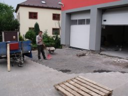 1. 6. 2011  Rekonstrukce hasičské zbrojnice - Úprava chodníku vedle zbrojnice