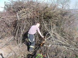 28. 4. 2012  Práce pro obec - asistence při likvidace větví