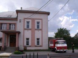 15. 8. 2014  Likvidace sršního hnízda v kompostéru - Hať, ulice Lipová